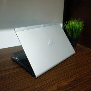 Laptop Fujitsu UH572 Core i5